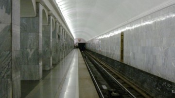 Человек, бросившийся под поезд на «Балтийской», остался жив