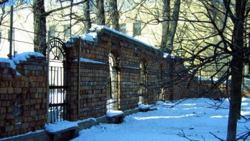 Ограда Ларинской гимназии на 5-й линии Васильевского острова
