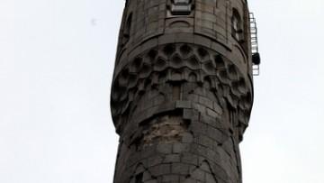 Соборная мечеть, обвалилась облицовка минарета