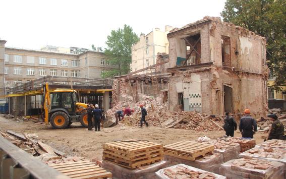 Остатки ленинского флигеля на Невском,102