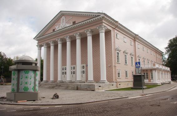 Отреставрированный Каменноостровский театр на набережной Крестовки