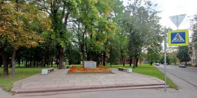 Пушкин, постамент памятника Ленину на углу Малой и Конюшенной улиц