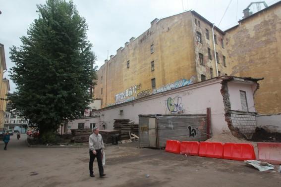 Снос бывшего стрелкового клуба на Загородном проспекте, дом 19а, литера В