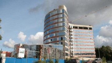 Новый больничный корпус возле Удельного парка