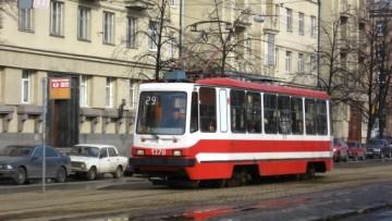 Движение трамваев по Авиационной улице