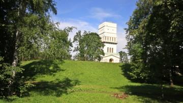 Белая башня в Александровском парке