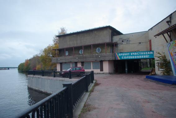 Здания на территории «Динамо» на берегу Малой Невки