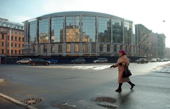 Здание на углу Малого проспекта Петроградской стороны и Рыбацкой улицы