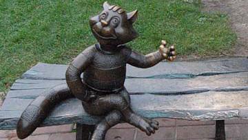 Памятник Печкину, коту Матроскину и псу Шарику