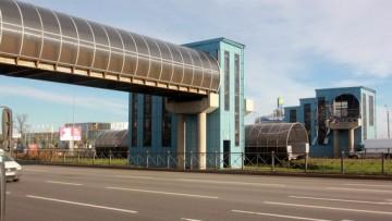 Переход над Пулковским шоссе рухнул, сбит грузовиком, фурой