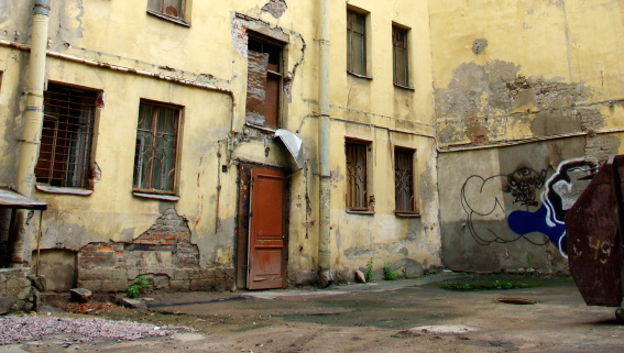 Двор дореволюционного дома на Тюшина