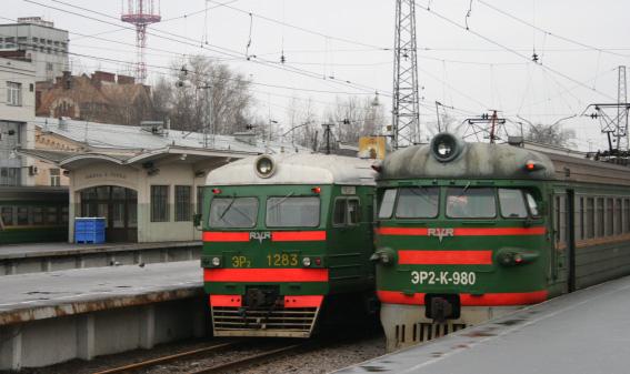 Электрички на вокзале