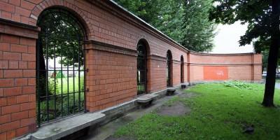 5-я линия Васильевского острова, ограда Ларинской гимназии