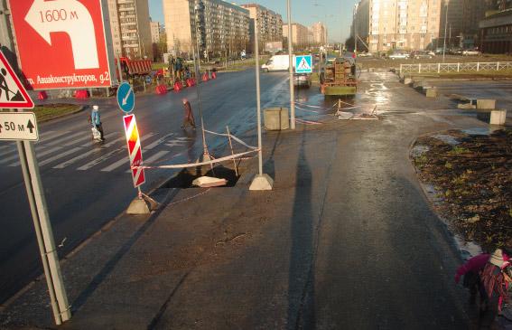Перекресток Долгоозерной улицы и Королева, работы по установке светофоров