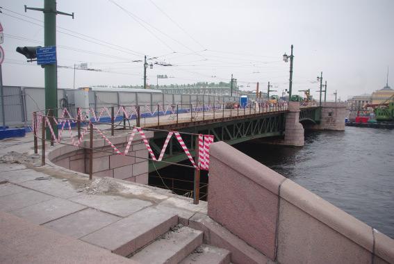 Дворцовый мост на ремонте