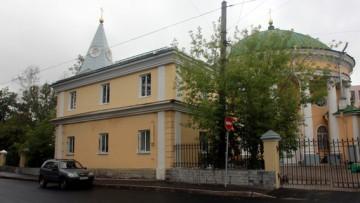 Незаконно надстроенный РПЦ флигель Кулича и Пасхи