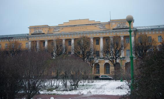 Здание Павловских казарм на Марсовом поле