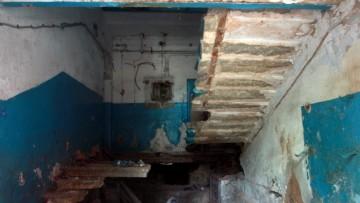Лестница заброшенного дома