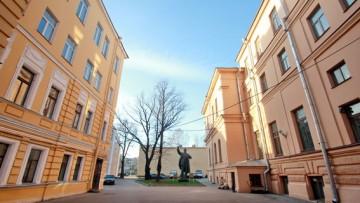 Памятник Ленину в академии Лесгафта