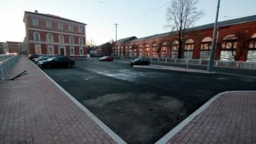 Парковка на площади Труда