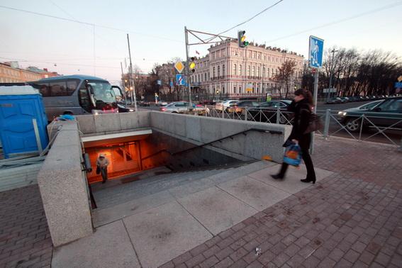 Подземный пешеходный переход на площади Труда