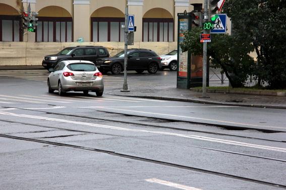 Трамвайные рельсы на Ново-Никольском мосту