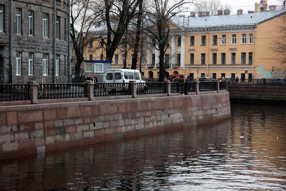 Стенка набережной канала Грибоедова