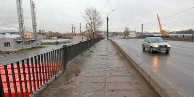 Тротуар путепровода на Октябрьской