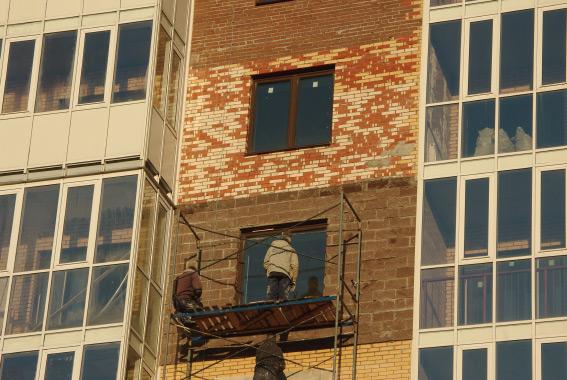 Жилой комплекс «Классика», разные кирпичи на фасаде