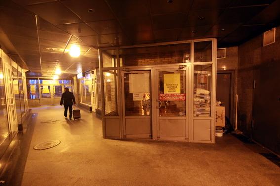 Закрытый выход из подземного пешеходного перехода под площадью Труда