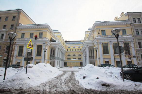 Отель Эрмитажа в бывшем ДК пищевиков на улице Правды