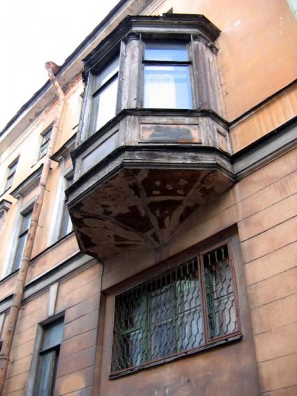 Кирпичный переулок, 4, эркер