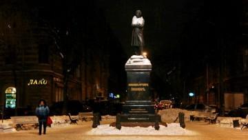 Памятник Пушкину на Пушкинской улице