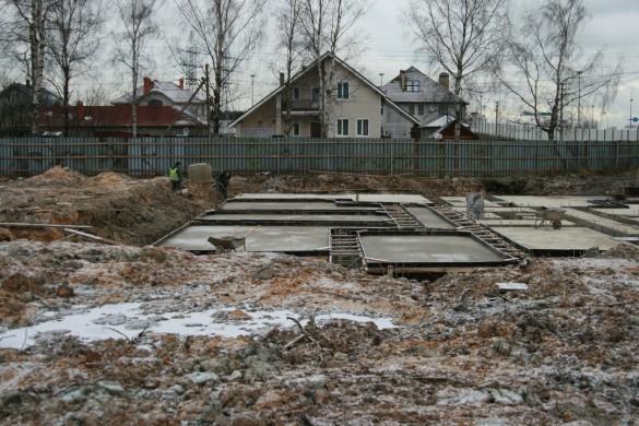 Строительство первого дома в поселке Новоселье