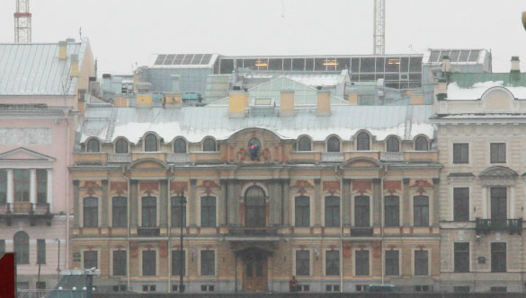 Мансарда Газпрома над домом на Английской набережной