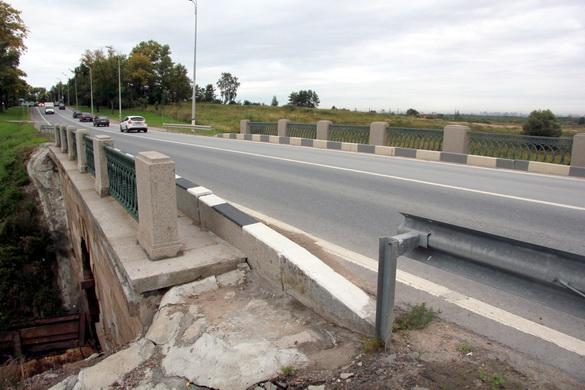 Мост черед Пулковку на Петербургском шоссе