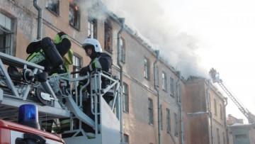 Подъездной переулок, пожар, крыша и последний этаж