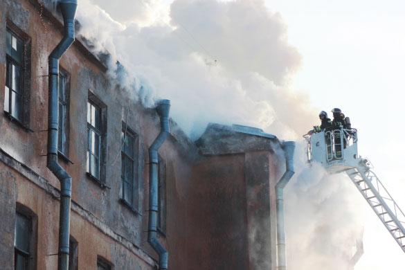 Подъездной переулок, пожар, крыша