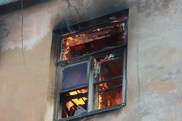 Пылающий дом в Подъездном переулке, окно