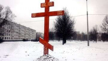 Поклонный крест на месте храма Жен-Мироносиц на Дачном кладбище