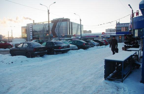 """Торговый комплекс у метро """"Старая деревня"""""""
