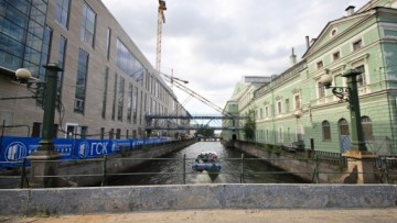Мост из исторического здания Мариинского театра в новое