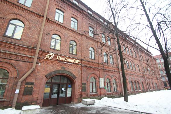 Историческое кирпичное здание Вагонмаша на Московском
