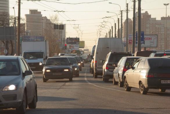 Узкий участок Богатырского проспекта