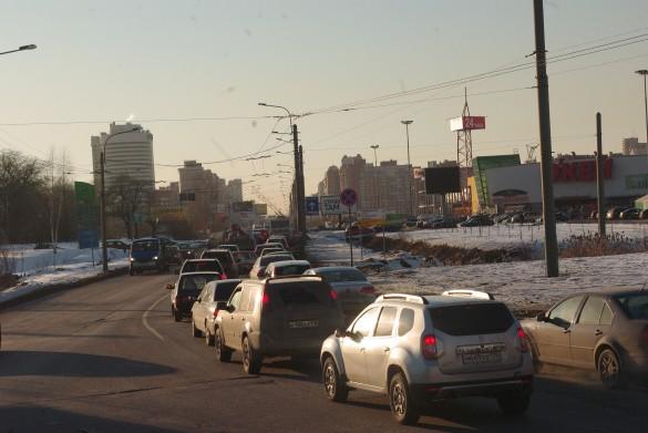 Узкий участок Богатырского проспекта от Байконурской улицы до Гаккелевской