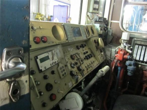 Поезд под который бросился пассажир, метро «Ладожская»