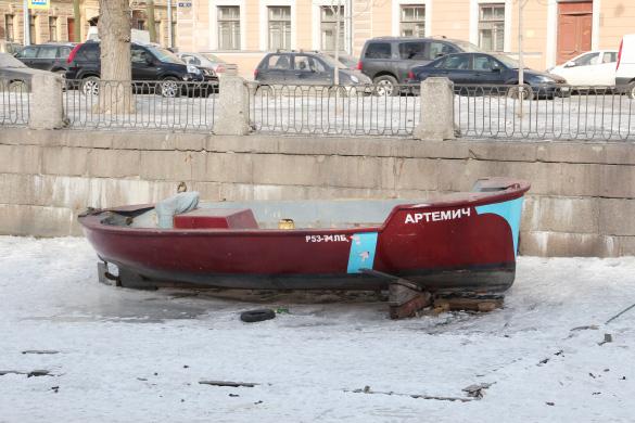 Лодка на канале Грибоедова