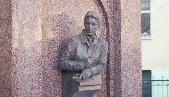 Памятный знак Михаилу Маневичу