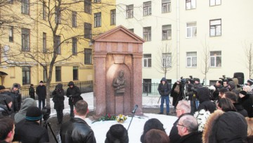 Памятный знак Маневича, сквер Маневича