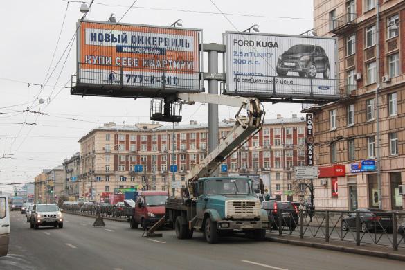 Рекламный щит на Заневском проспекте